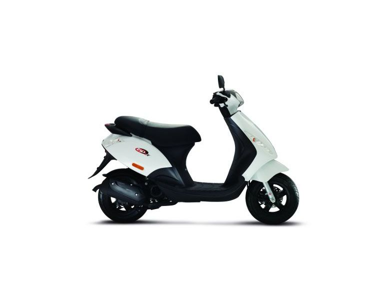 scooter neuf piaggio zip 50 2 temps vente scooter la seyne sur mer toulon l 39 atelier du scoot. Black Bedroom Furniture Sets. Home Design Ideas